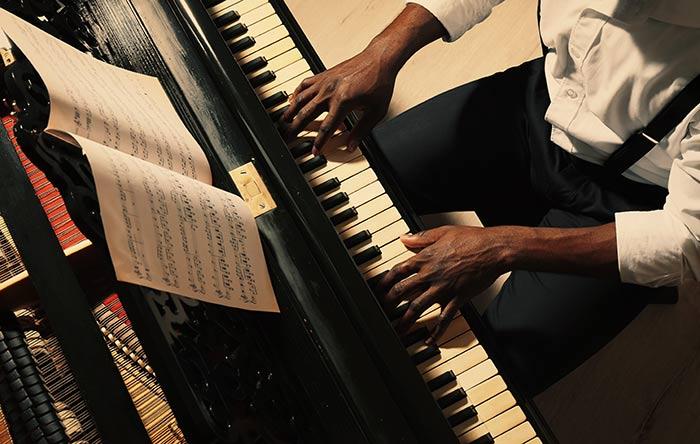 Blues pianist